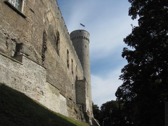 Вежа з эстонскім сцягам